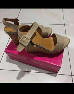 Beige Sandals / Size 7 - Repriced