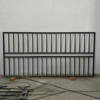 "Steel Window rail: 3'11"" × 7'11"""