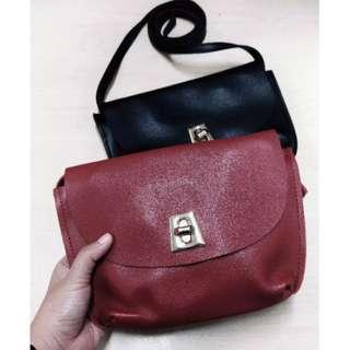 F4 sling bag