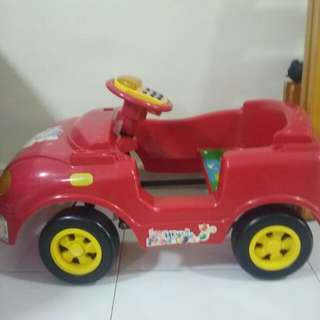 Kids 2-6 year old pedal car