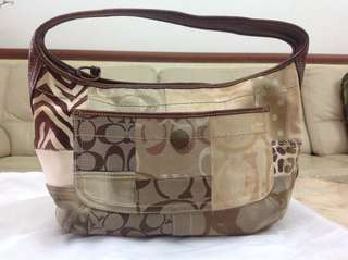 Authentic Coach Shoulder Bag. Light n spacious. Can put a lot of things. Willing to let go cheap