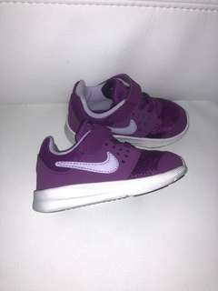 Nike toddler runners shoes size us6c