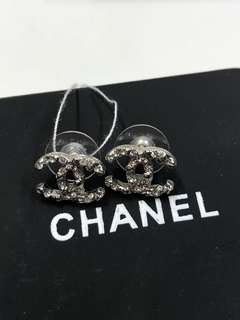 Chanel Earrings 彫花 logo全新購自巴黎保正真品