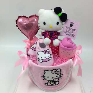 Hello kitty baby diapers cake