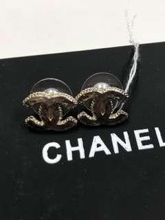 Chanel Earrings 簡單款 中號全新購自巴黎