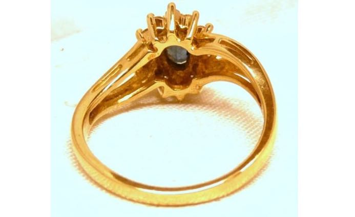 18 Carat Yellow Gold Pure Sapphire Ring