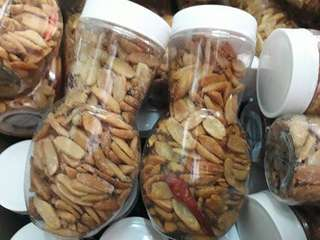 salted pili nuts / spicy salted pili nuts