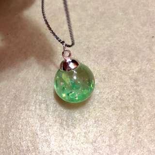 ✨手作滴膠 綠色閃亮玻璃紙小球吊墜頸鏈 電話繩 掛飾 一球一世界