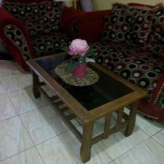 Sofa merah.