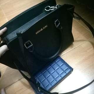 Michael Kors bag free wallet(new)