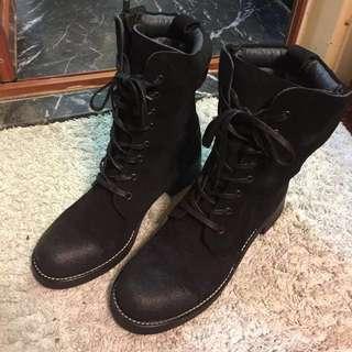 Initial ladies boots 37 只穿了兩次,和全新沒大分別.最近買回來的.原价要 $1990.