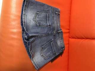 Lady's Jean short.L Size.Waist:72cm.Front crotch:25cm.Hip:83cm.length:27cm.Leg circumference:48cm.