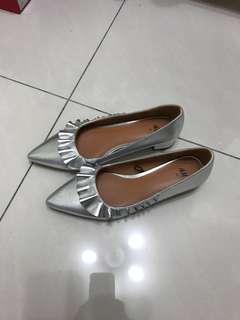 全新 H&M 銀色尖頭鞋
