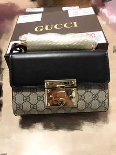 Gucci Padlock GG Supreme shoulder bag, the vip treatment gift. SG ready stock.
