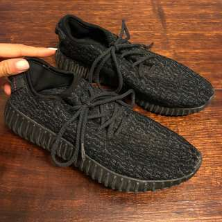YEEZYS - SIZE 8 (NOT REAL)