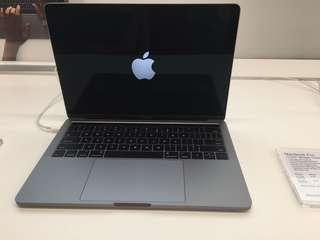 Macbook Pro 13 inch 256gb Touch bar Resmi (Kredit)