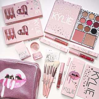 KYLIE JENNER Pink Collection Makeup Set