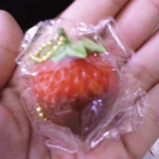 STRAWBERRY KEYCHAIN GASHAPON