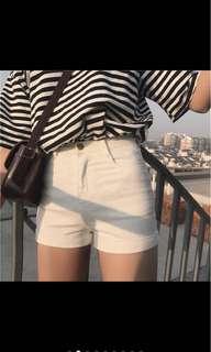 🚚 白色捲邊短褲