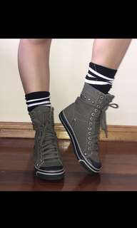 2000s Khaki Lace up Boots