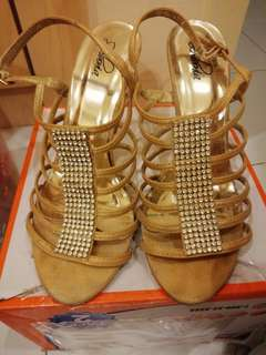 Sembonia heel