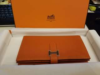Hermes Wallet( brand new, stickers are still on), already huge discount, no non sincere bargaining pls