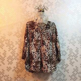 Lasenta Blouse 🌸 Condition : 9/10 (can fit to L size)  Price : RM 15.00 DM for more details 🖤