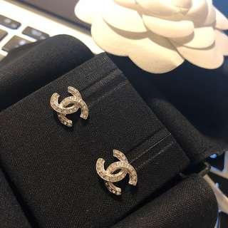 全新Chanel 香奈兒 經典CC logo 閃石銀色耳環