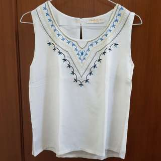 Top bordir white