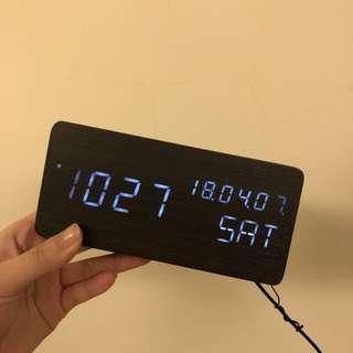 🚚 9.9成新➿木質時鐘鬧鐘