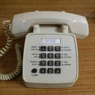 白色舊式電話 ( 新淨,但不保證正常運作)
