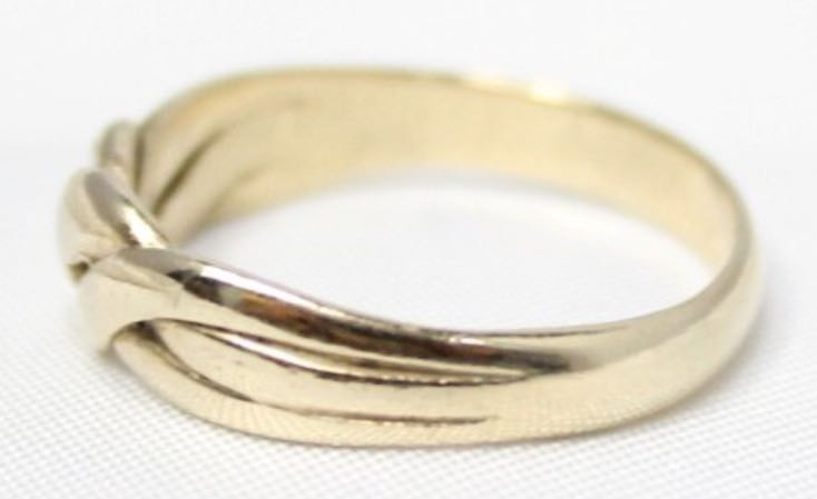 9 CARAT Yellow Gold Ring