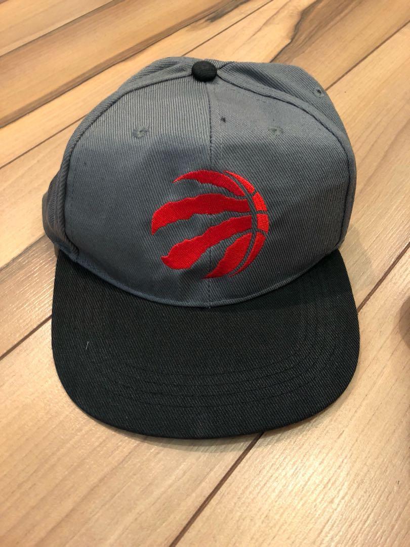 🛍 Toronto Raptors hat with adjustable strap