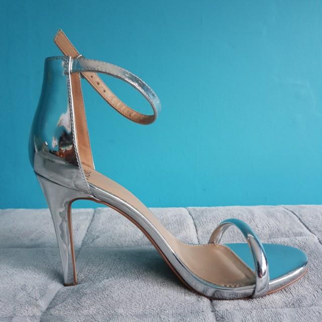 Novo metallic stilettos