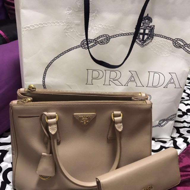 77db116ebd4 Prada Saffiano Lux Galleria shopping bag 25cm, Cammeo Color, Luxury ...