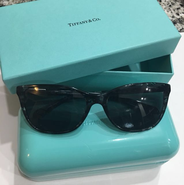 Tiffany & co authentic sunglasses with case and box excellent