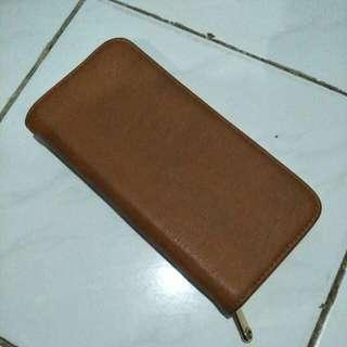 Dompet panjang warna cokelat