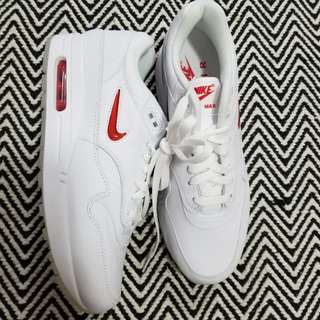 BRAND NEW RETRO NIKE SNEAKERS