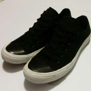 Converse Sneakers Size 10 Women's/8 Men's
