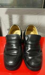 🚚 工頭鞋 安全防護鞋頭特別設計 8號尺碼