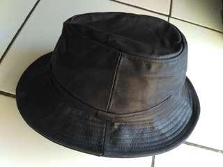 PEDORA Coated Clotch/Leatherbook/antibara cap
