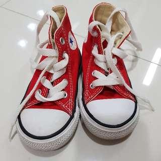 kids converse shoes size 6 (condition 9.5/10)