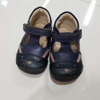 clarks babies shoes size 4 (condition 6/10)