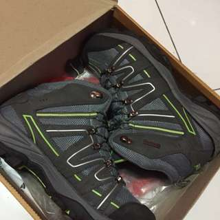 Mountain shoes ( sepatu gunung )