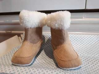 Sale!! Baby boots with Fur