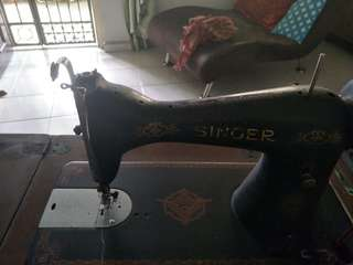 1949 vintage original Singer sewing machine