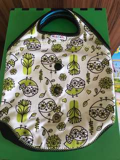 Munchkin tote bottle bag for milk and baby food.