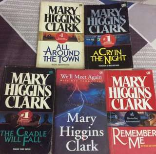 Novel mary higgins clark all around the town, a cry in the night, the cradle will fall, we'll meet again, remember me