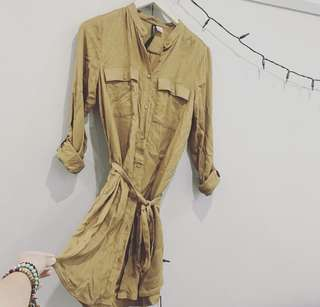 H&M womens shirt dress in olive. Size 8. Never been worn