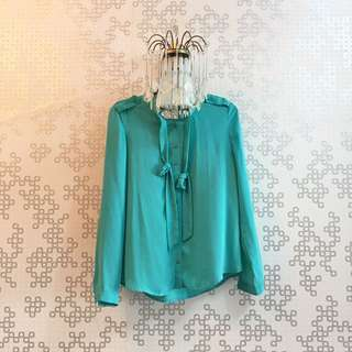 ChiffonBlouse 🌸 Condition : 9/10 (can fit L size)  Price : RM 15.00 DM for more details 🖤